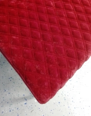 Detailaufnahme: Sitzfläche mit Rautensteppung